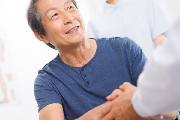 Patient shaking hands with doctor - Neil King Physical Therapy